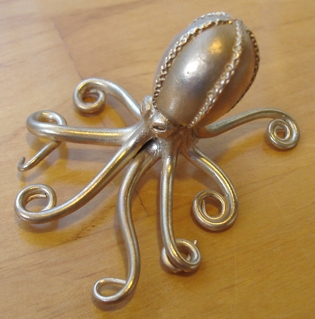 images/gallery/Art Clay Silver Gallery Graphics/GordonUyeharaBronzeClayOctopus.jpg